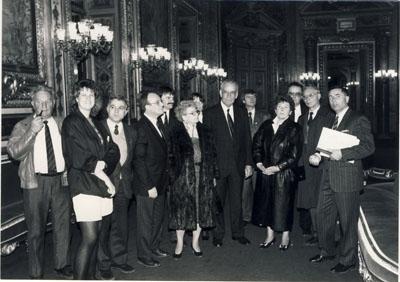 1990: Senator B. Barraux aus Marcillat empfängt die Wadersloher Delegation im franz. Senat in Paris