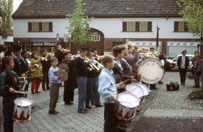 1993: Fanfarencorps Wadersloh und L'Espoir Musical aus Marcillat spielen gemeinsam in Wadersloh