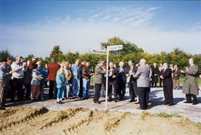 """1996: Einweihung der Straßen """"Marcillatstraße"""" und """"Faulunger Weg"""" in Wadersloh"""