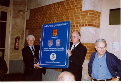 2000: Ratsausflug: Präsentation des neuen Partnerschaftsschildes in Néris
