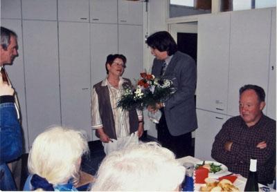 """2005: Glückwünsche an Suzanne Martens für 10 Jahre DFF-Treff """"Französische Küche"""""""
