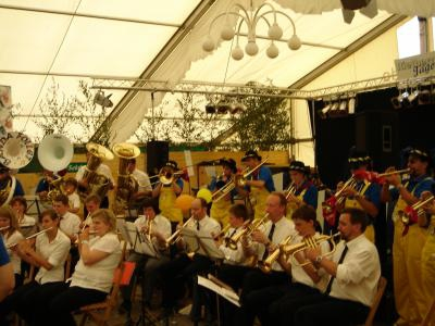 2006: Beim Liesborner Schützenfest: Banda Follet mit der FW-Kapelle Liesborn