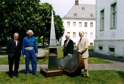 2003: Deutsch-franz. Bildhauersymposium in Liesborn, u.a. mit dem Bildhauer Alain Bourgeon aus Néris (2.v.l.)