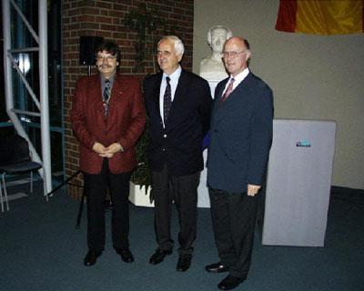 """2001: Der 2008 leider verstorbene Heiko Engelkes stellt sein Buch """"Bonjour, Paris"""" in Wadersloh vor (weitere Fotos siehe: 10 Jahre Marcillat)"""