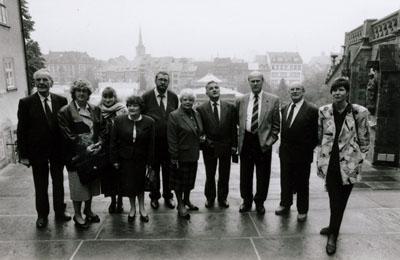 1992: Eine Delegation aus Marcillat besucht Waderslohs Partnergemeinde Faulungen in Thüringen, hier vor dem Landtag in Erfurt