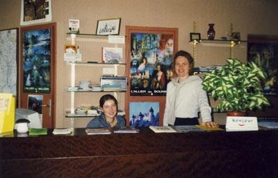 Elisabeth Schulte aus Liesborn während des Schülerbetriebspraktikums im Oktober 2000 im Office de Tourisme von Néris