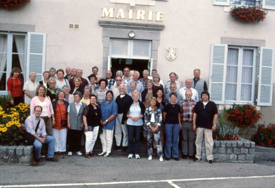 Gruppenfoto vor dem Rathaus in Marcillat