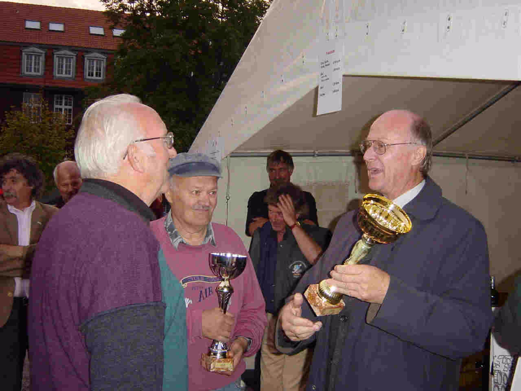 Die Gewinner  Karl Krabus, Leonhard Faika Bürgermeister Herbert Gövert