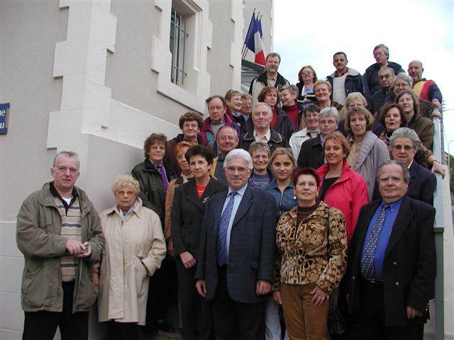 Empfang vor dem Rathaus duch Bürgermeister De Pin (Mitte)